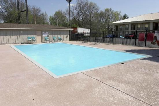 Best Western Franklin Inn: Outdoor pool