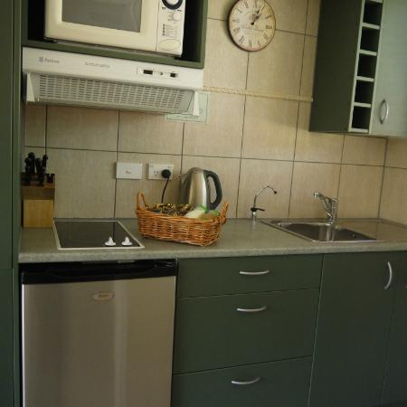 Alpine Springs Motel: kitchen