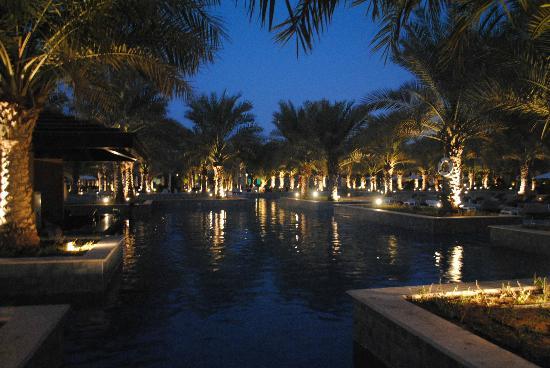 Hilton Ras Al Khaimah Resort & Spa: Pool view at night