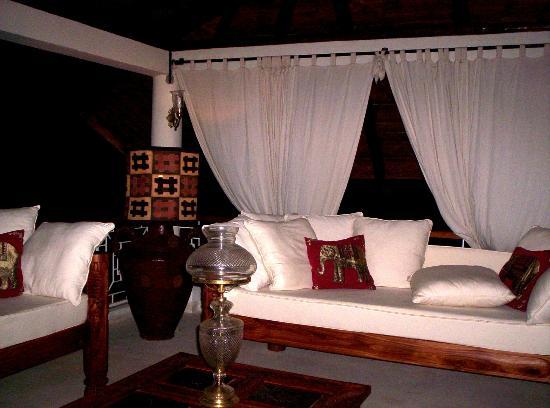 Kenyan House Boutique Hotel: Divano piano superiore