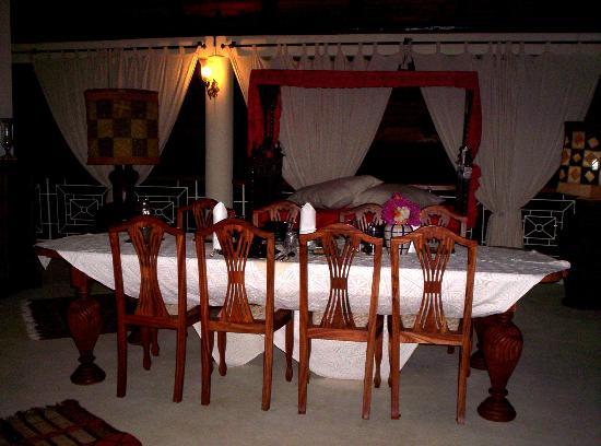 Kenyan House Boutique Hotel: Tavolo da pranzo