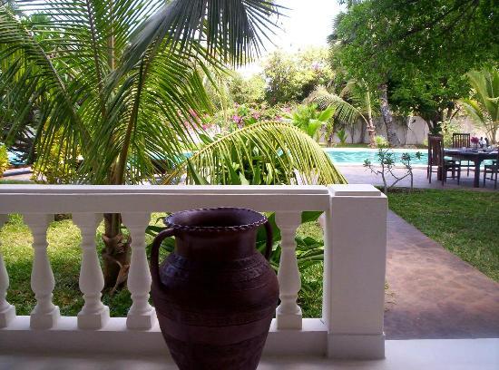 Kenyan House Boutique Hotel: Piano terreno, vista sulla piscina