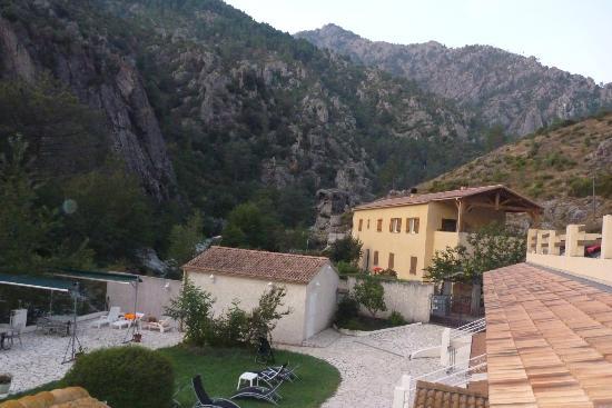 Hotel Arena Le Refuge : L'hôtel parmis les montagnes