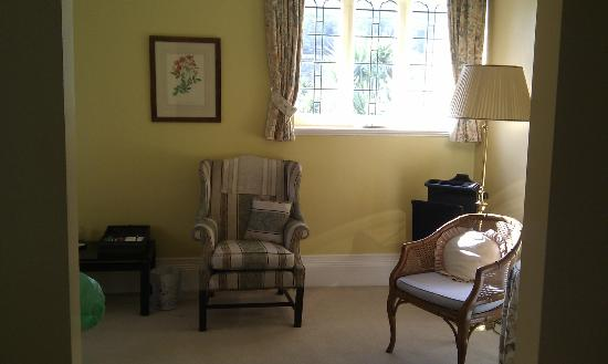 The Alverton: Ante room with writing desk