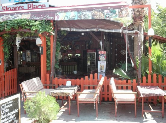 Sinan's Place: Outdoor view of the restaurant