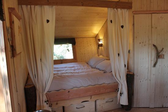 Domaine des Grands Cèdres : Une Cabane dans les arbres rhone alpes