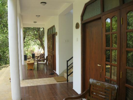 Nice Place Bungalows: Veranda outside rooms. Good to sit out and relax in the quiet environment