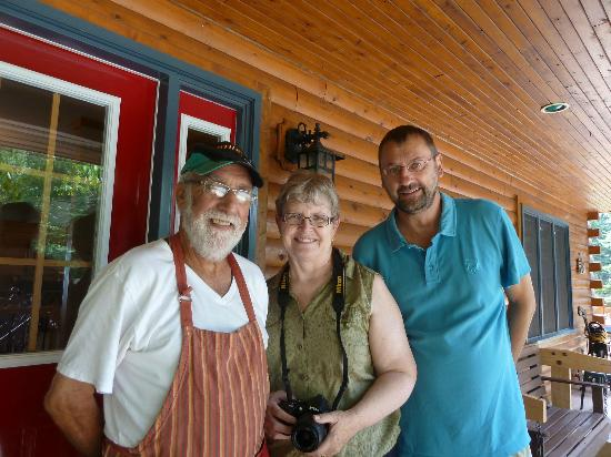 Gite Toutes Saisons Bed & Breakfast : Phil & Barbara Thibodeau with my husband
