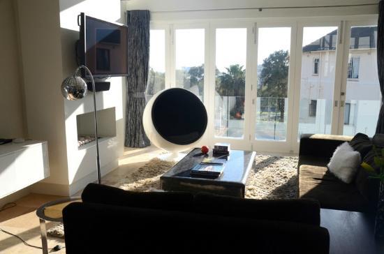 Villa Zest Boutique Hotel: la sala colazione e salotto