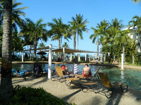 Coral Sands Beachfront Resort: resort