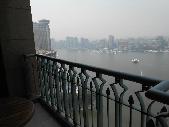 Four Seasons Hotel Cairo at Nile Plaza : View of Nile 26th Floor Room