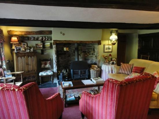 High Wray Farm: lounge