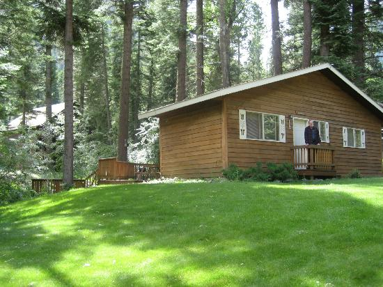 Flying Arrow Resort: Our cabin