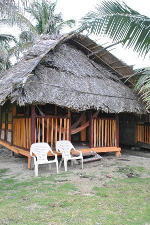 Dolphin Lodge Uaguinega: la cabaña vista desde el frente