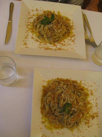 Dioniso :                                     spaghetti alle sarde