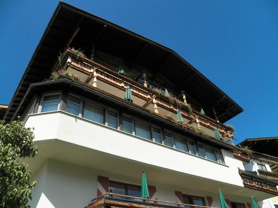Kohlmais: The Hotel from the Garden