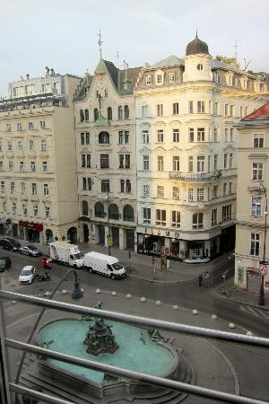 Austria Trend Hotel Europa Wien: View from our room at 5th floor