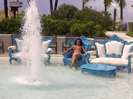 Sandals Royal Bahamian Spa Resort & Offshore Island: Sitting in the Pool