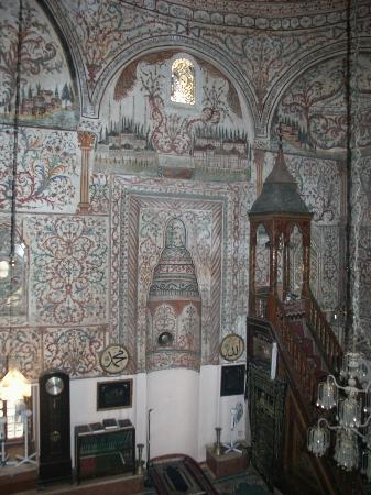 Et`hem Bey Mosque: Ethem Bey, interno, qiblah e minbar no flash
