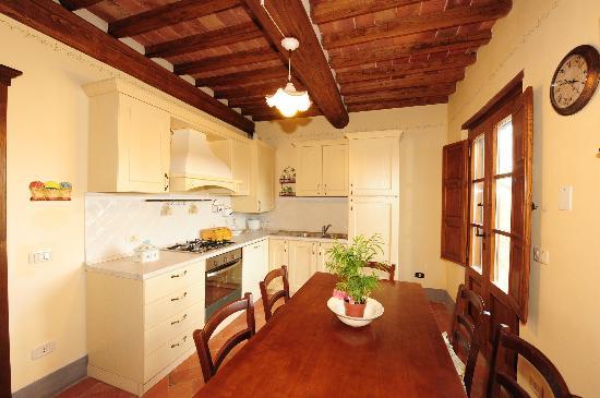 Antico Borgo Frosini: cucina appartamento Gemma