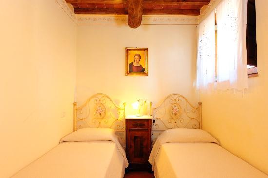 Antico Borgo Frosini: camera appartamento Gemma