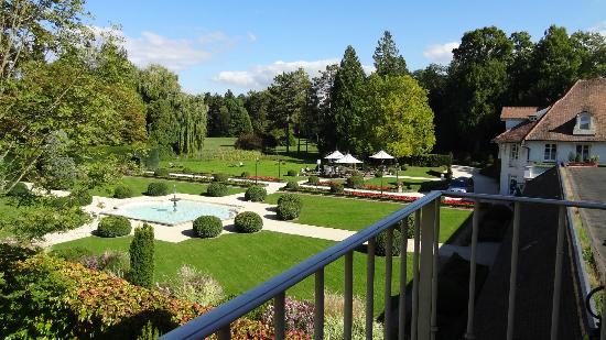 Relais & Chateaux - Hostellerie de Levernois: vue de la junior suite