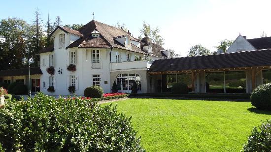 Relais & Chateaux - Hostellerie de Levernois: vue sur la reception