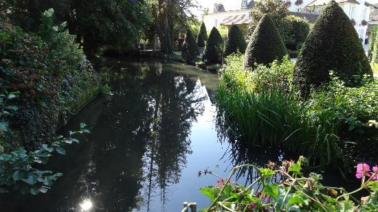 Relais & Chateaux - Hostellerie de Levernois: ballade dans le parc