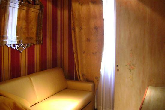 Santa Marina Hotel: Living area