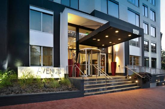 Avenue Suites Georgetown : Side view of Entrance