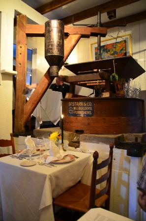 Inn at Gristmill Square: Inside the Waterwheel Restaurant.