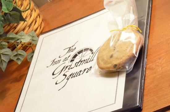 Inn at Gristmill Square: Cookies left for us!