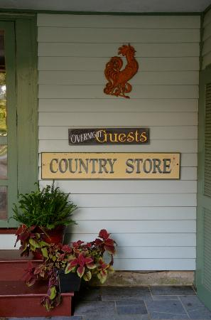 Inn at Gristmill Square: We were right next to the Country Store.