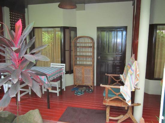 زانز سوشي ساموي: Our Room entrance 