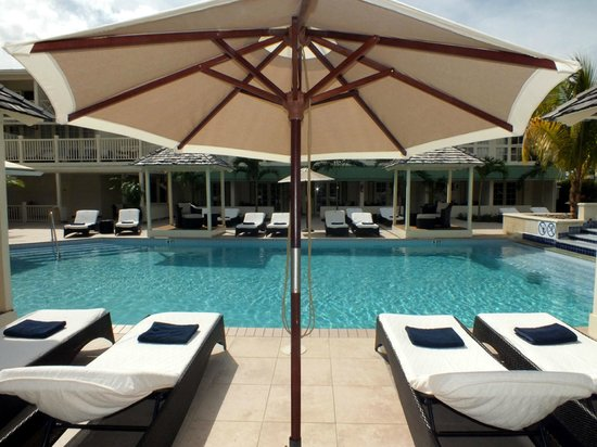 blu St Lucia: Swimming pool with sun loungers and umbrellas