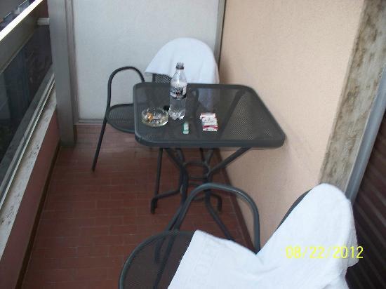 ไอออนิส โฮเต็ล: terrace