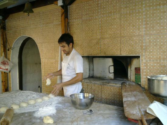 Kebab Hospital Antep Sofrasi : making pitta breads