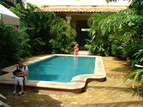 B&B Casa Esperanza Inn: Piscine et cour intérieure