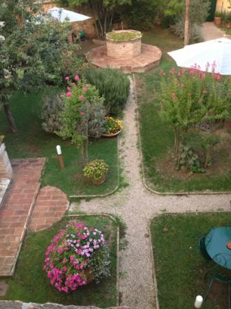 Il Giardino Segreto: central garden