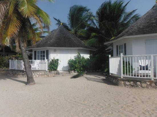 Royal Decameron Club Caribbean : Beautiful beach front cottage