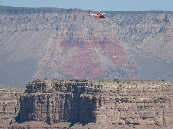 Helicopter And QuotThunderbirdquot Rock Grand Canyon  Bild Frn Laughli