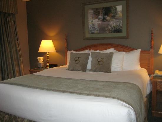 Stone Gate Inn: Comfortable and Cozy room with King Size Bed