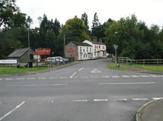 The Fountain Inn: The Fountain from the level crossing.
