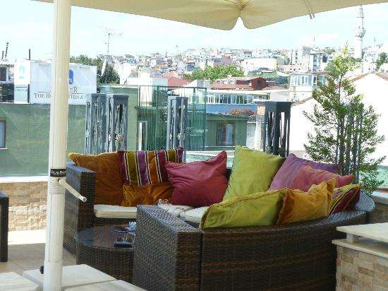 Hotel Amira Istanbul: Rooftop terrace where you can have drinks and snacks