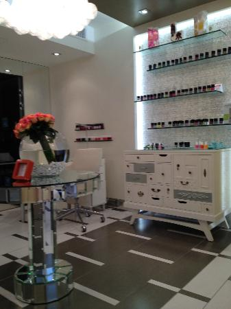 Beautiful nail salon picture of beverly wilshire beverly for 4 season nail salon