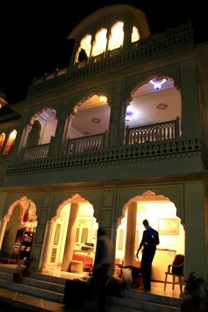 Krishna Palace: 3
