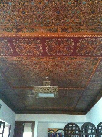 Riad Souafine : plafond de la chambre