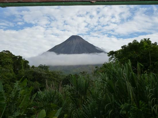 Tabacon Grand Spa Thermal Resort: Arenal Volcano from our room at Tabacon