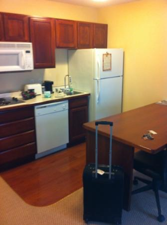 GrandStay Residential Suites Hotel Eau Claire: kitchen