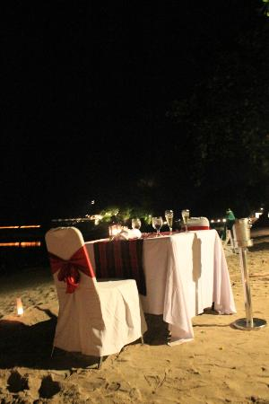 Turi Beach Resort: Dining by the sea...